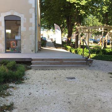 Terrasse bois et bardage sur la médiathèque et office du tourisme de Vic-Fezensac